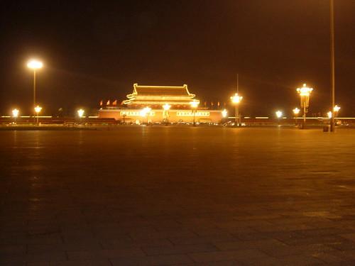 Limpiando la plaza de Tiananmen class=