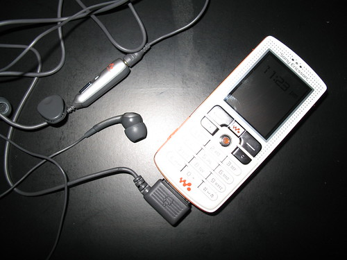 Sony Ericsson W800 + auriculars i mans lliures