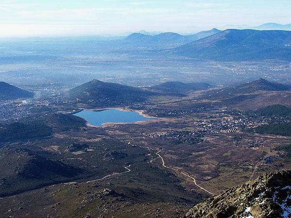 Embalse y pueblo de Navacerrada