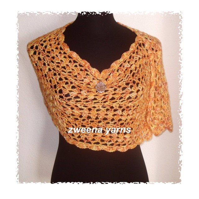 Free Crochet Pattern 40331-C Town and Country Capelet : Lion Brand
