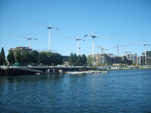 11 cranes Olympic Village - 04Aug08