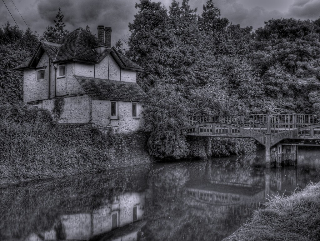 Black & White HDR - Reflections