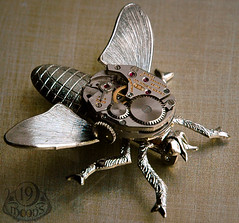 WINDUP BEE Vintage Watch Insect Brooch Pin 19 Moons WORKING MOVEMENT photo by 19moons