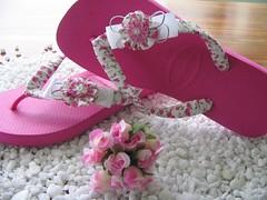 Chinelos decorados para presentear quem você ama photo by Giovana Girardi