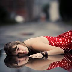 Le monde est plein, compact, resserré sur lui même: les corps glissent les uns à côté des autres et ne laissent aucun interstice. photo by Benoit.P