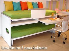 Cama alta com 2 mesas deslizantes. photo by intercasa moveis de criança