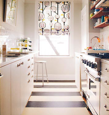 Como decorar una cocina estrecha for Amueblar cocina alargada