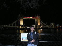 Tower Bridge di Waktu Malam, London, UK