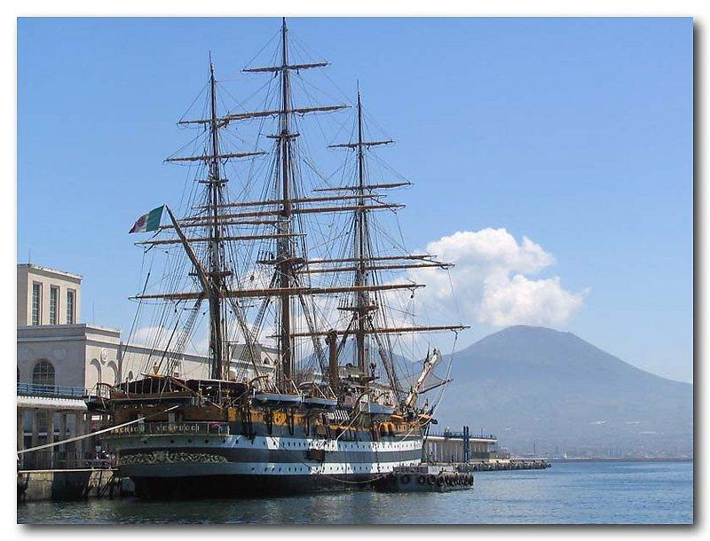 foto del 15 maggio 2005 alla fonda nel porto di Napoli