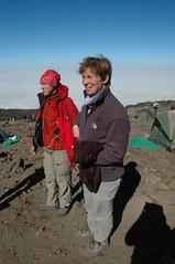 De jarige op 4000m hoogte, luisterend naar Tanzaniaanse verjaardagsliedjes (en Happy Birthday of course)