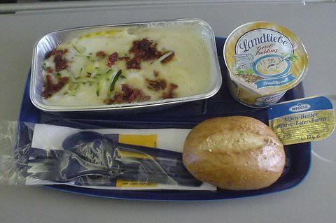 LH Economy Class Ravioli Lunch
