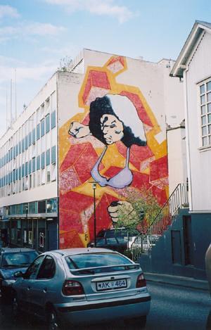 Fighting bra mural