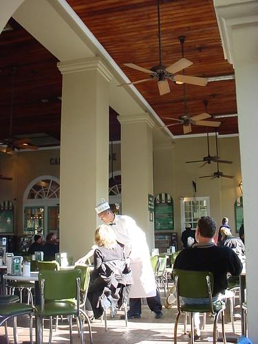 Inside Cafe du Monde