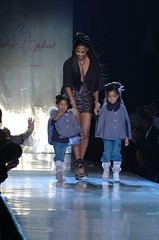 Kimora Lee Simmons and daughters