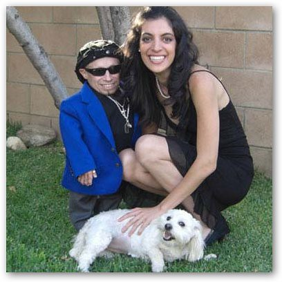 Ranae Shrider with dog, Lacey, and Verne Troyer