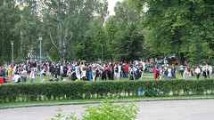 Sorsapuisto, lots of people in colorful costumes