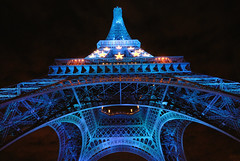 The Eiffel tower in blue - 1 photo by jmvnoos in Paris