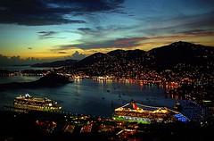 Lights on the bay photo by serdir