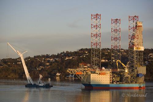 Floating rig daytime