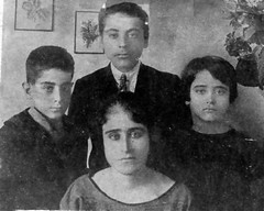 Aleya Al Menzer and her Children