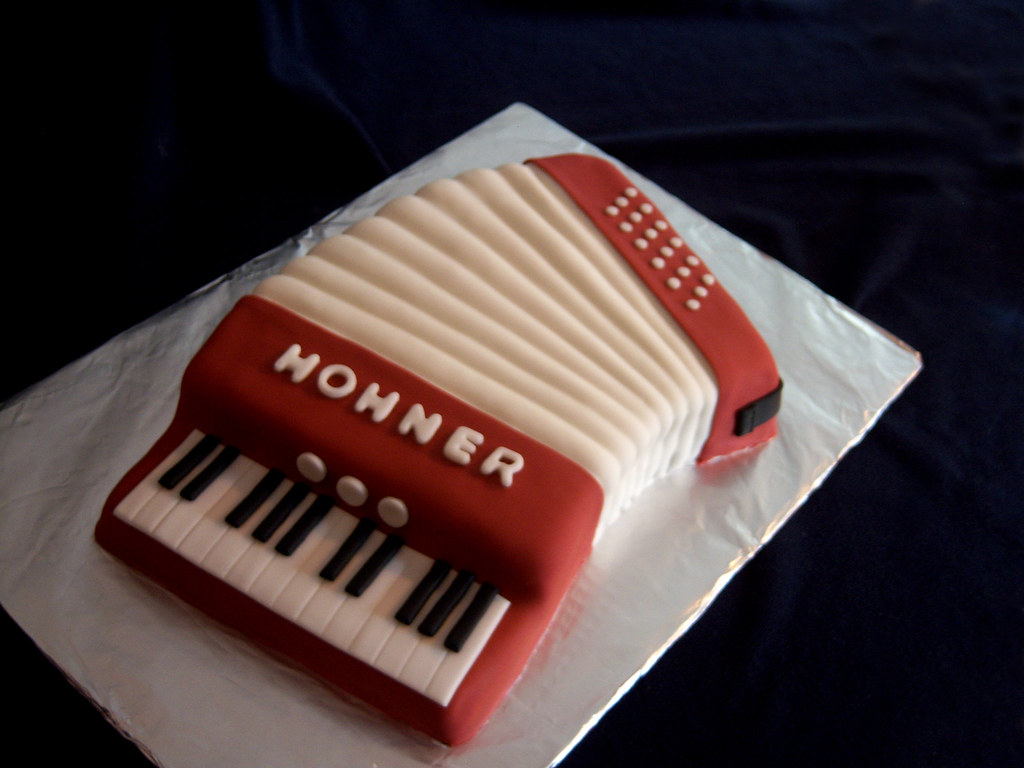 Accordion Cake photo by LuckyDark @ The Wicked Sweet Cakery