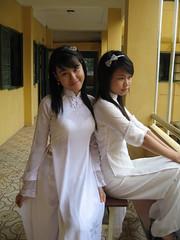 áo dài trong trắng photo by love_aodai