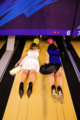 Girls cant bowl photo by Tobias Deml