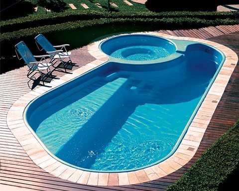 Choosing Between A Hot Tub And Swimming Pool For Your Garden