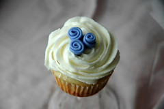 Ribbon Rose Cupcake photo by creativecupcakes