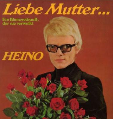 liebe mutter heino. HEINO con su LP Liebe Mutter.
