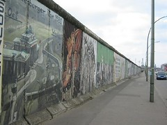 Tinggalan Tembok Berlin di East Side Gallery, Berlin, Germany