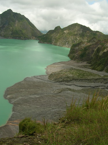 pinatubo crater lake green right side