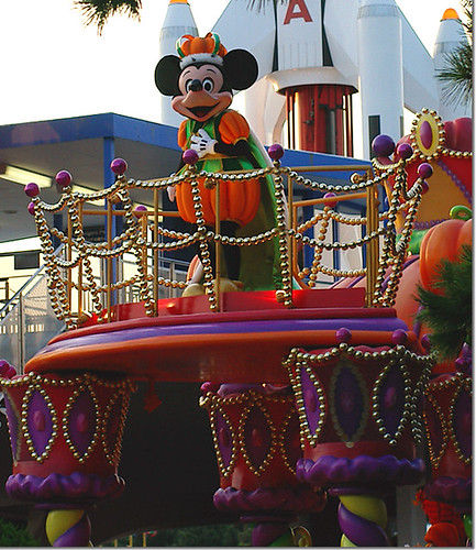 Disney Halloween Parade 2005 Mickey02