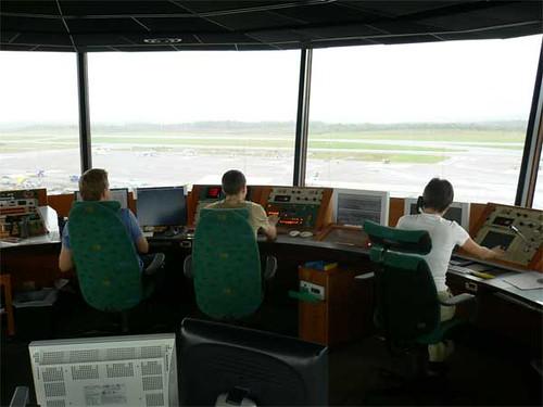 Fotografía de una torre de control ATC