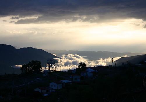 瑰麗炫爛的落日雲海