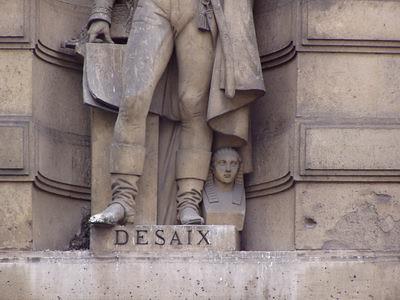 Petit sphinx à côté de la statue de Desaix