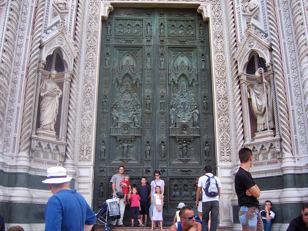 Outside Del Duomo in Firenze