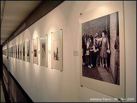 Exposição O Mundo de Alice Brill - Alunos da escola Waldorf 1957 - Foto com Sony Cyber-Shot em 12 de novembro