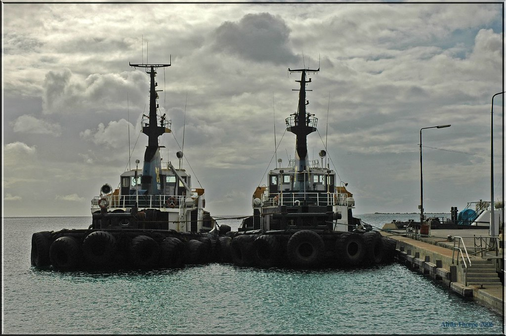 two tugs, Bonaire