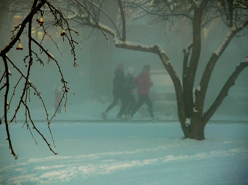 runners_in_mist