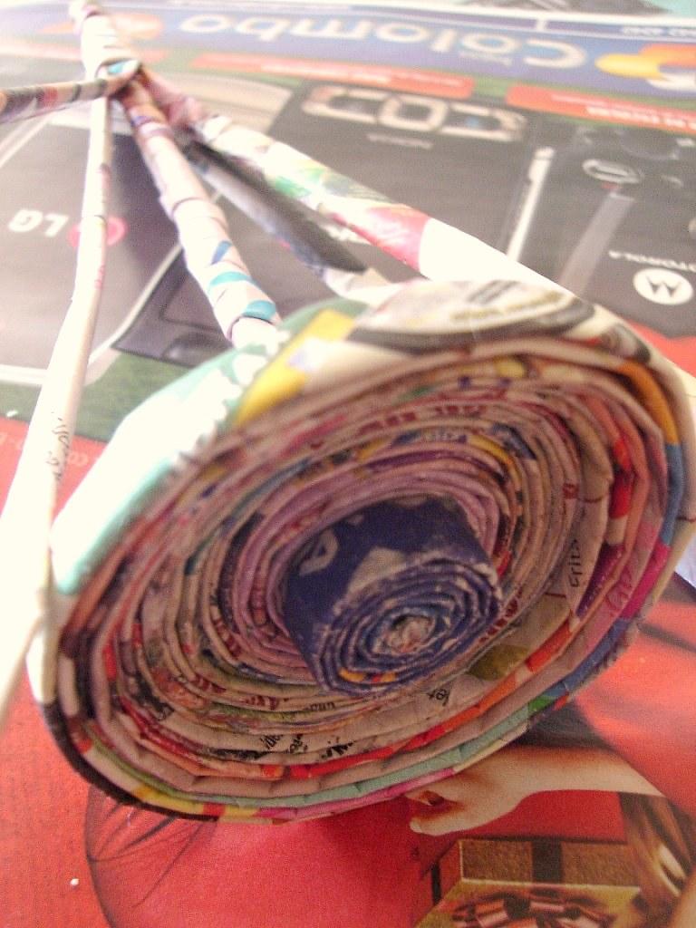 A arte em reciclar - papel jornal/revista/encarte photo by Criativa Papel Arte