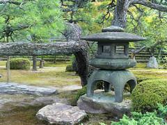 Nijo-jo gardens - Lantern
