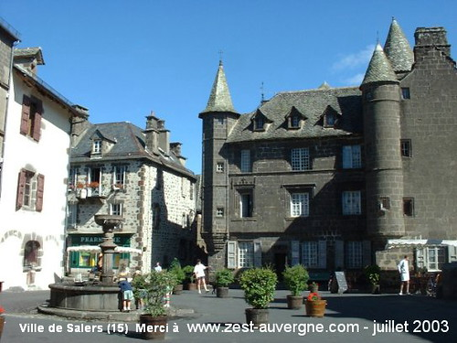 Ville de Salers (15-Cantal)