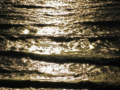 Low tonal resolution (LTR): Light on water photo by kevin dooley