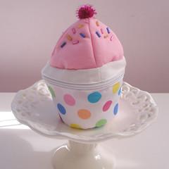 pink cupcake purse photo by tabithaemma86