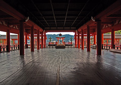 Miyajima Itsukushima Shrine[Worldheritage] photo by h orihashi