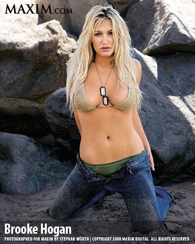 Brooke Hogan Kneeling