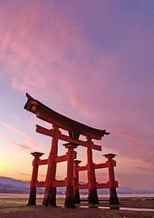 Miyajima Torii [Worldheritage] photo by h orihashi