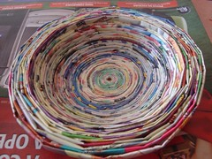 A arte em reciclar - papel jornal/revista/encarte photo by Criativa Papel Arte