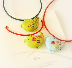 """Birds"" hand-painted pendants photo by Eva Thissen Gallery"
